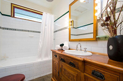 house-for-sale-25-challis-street-newport-bathroom