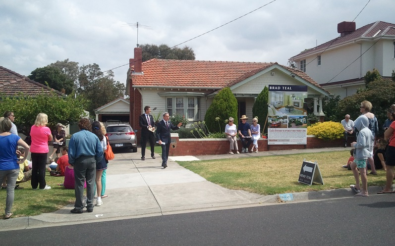 great result for brad teal essendon auctioning carnarvon road strathmore 1